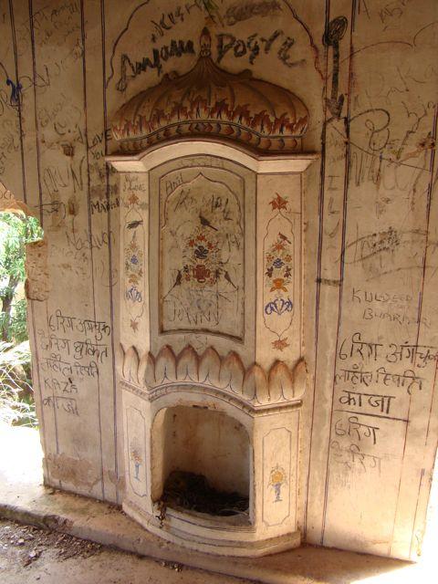 Grafitti-at-an-old-palace-in-Himachal-Pradesh