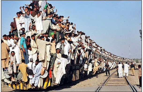 The-Most-Crowded-Train-in-Pakistan