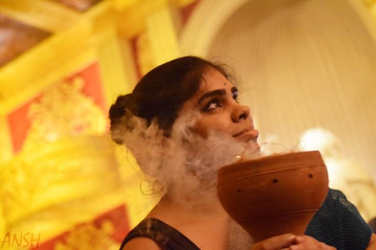 Dhunuchi performer
