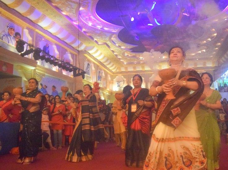 Durga Puja dhunuchi dance