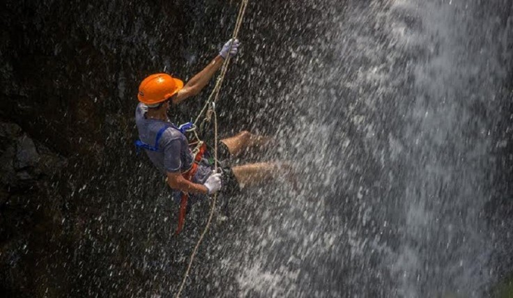 kondana_caves_waterfall_rappelling3